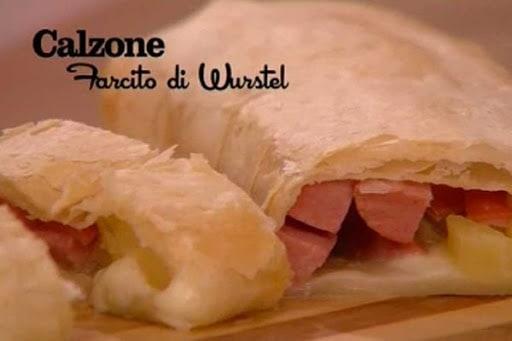 I menù di Benedetta, la ricetta del calzone farcito di wurstel (video)