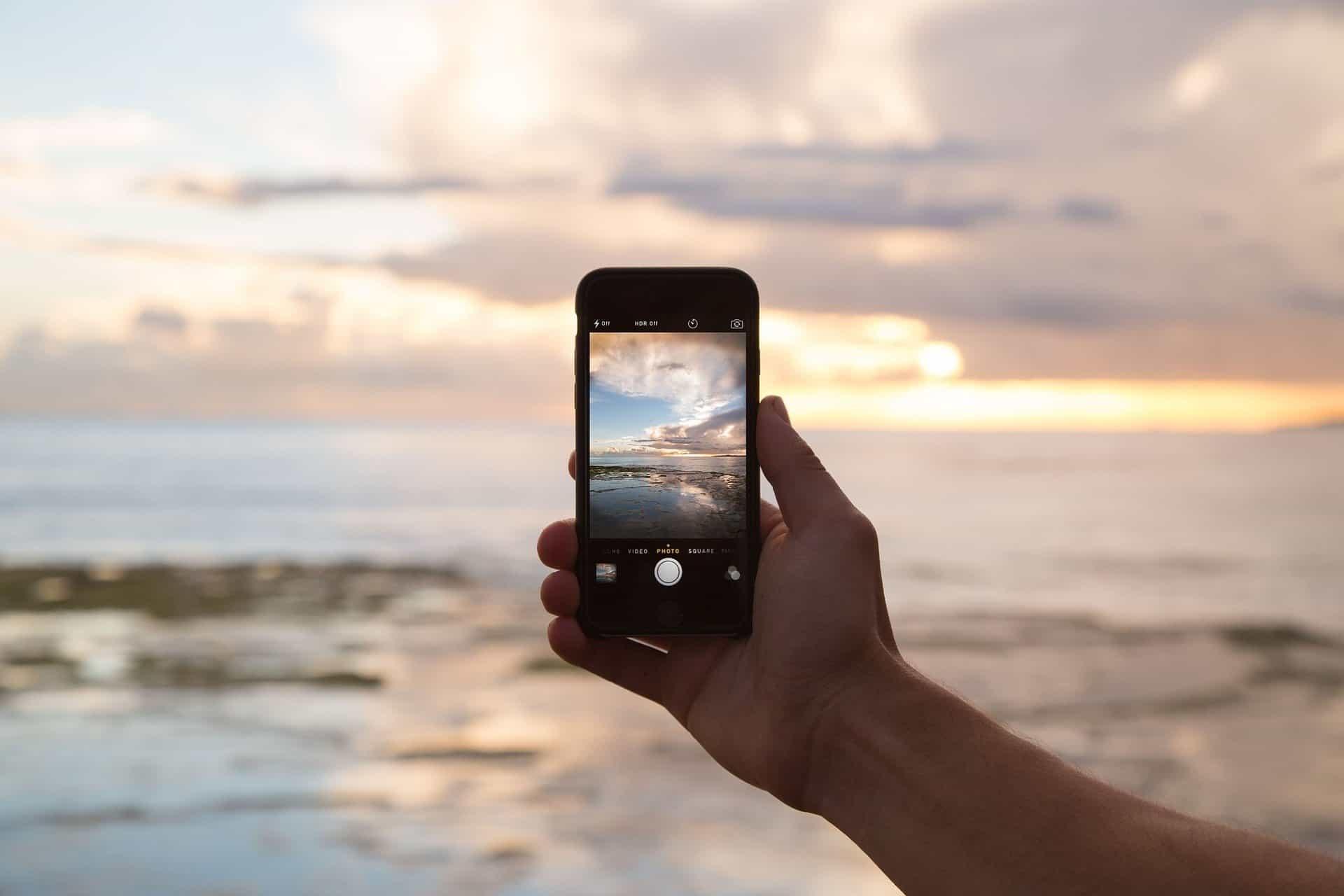 Nel mondo più cellulari che wc