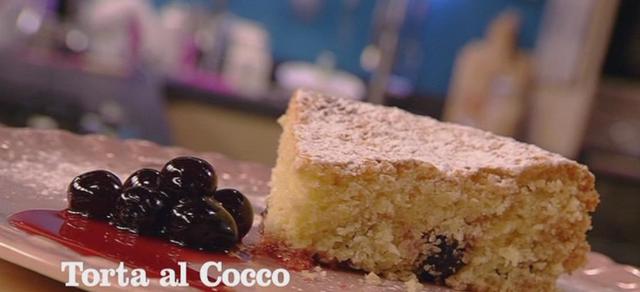 Benedetta Parodi prepara la torta cocco e amarene (video)