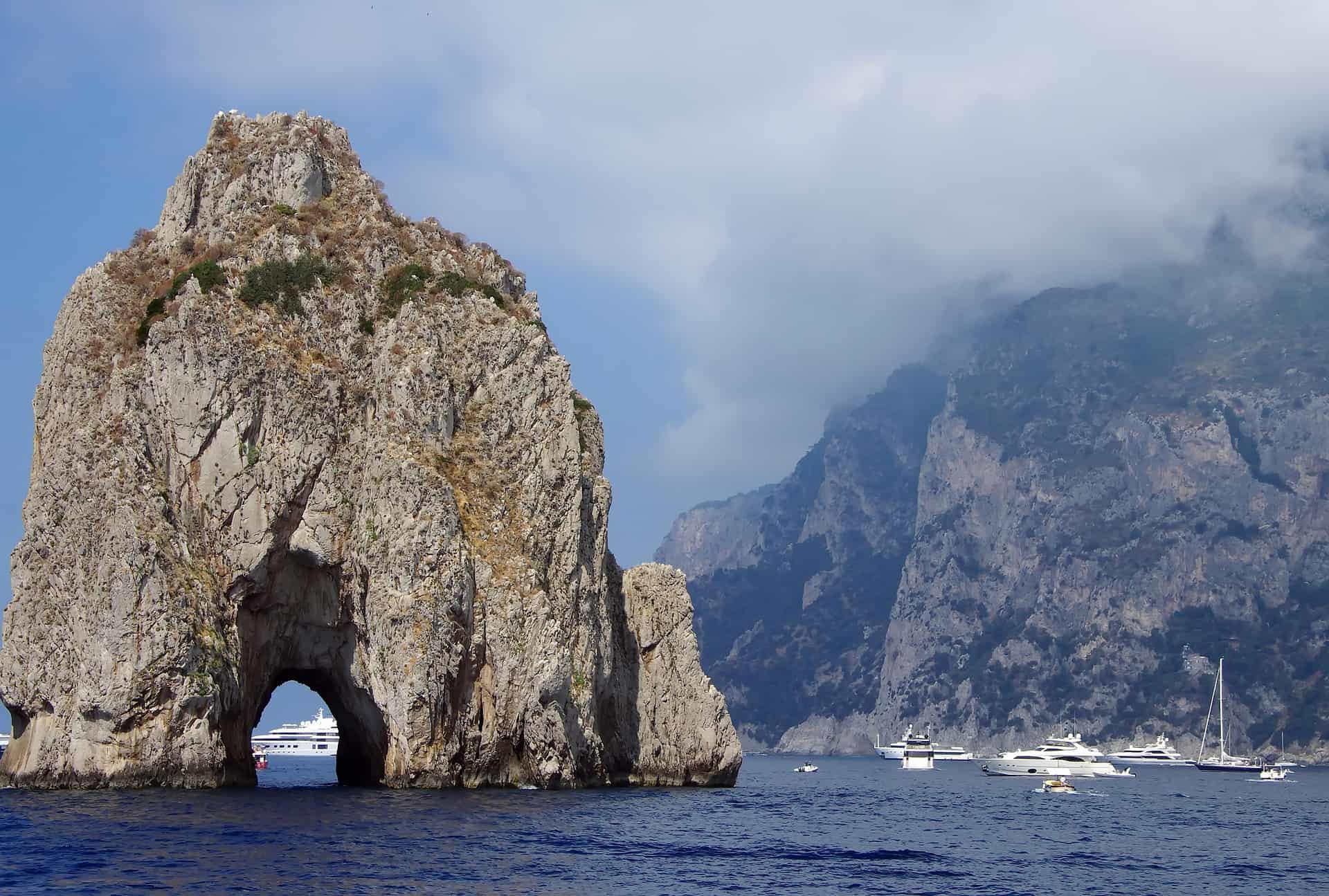 Vacanze low cost? Niente Capri: è la metà più costosa in Italia