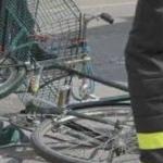 Sergio Valentini cade dalla bici e si schianta contro cartello stradale, è morto