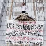 Crisi, imprenditore sale sulla cupola della Basilica di San Pietro