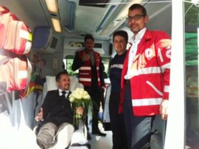 Matrimonio In Ambulanza : Matrimonio in ambulanza arriva tardi a causa di un incidente