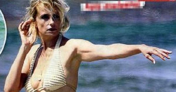 Isabella Ferrari sexy al mare in topless (FOTO)