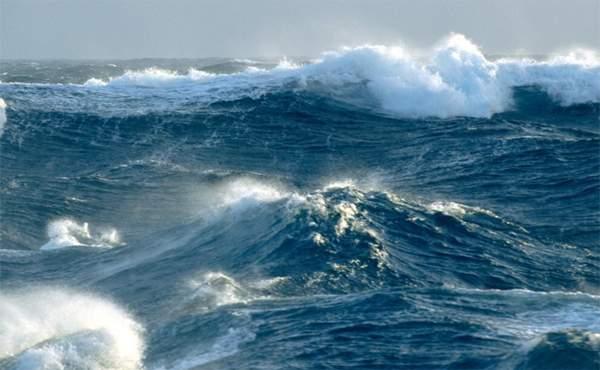 Risultati immagini per immagine di mare agitato