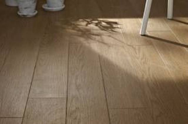 Come pulire pavimenti e mobili in gres laminato | Ultime ...