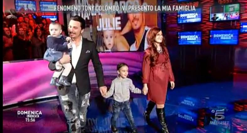 Tony Colombo a Domenica Live: papà, marito e figlio (VIDEO)
