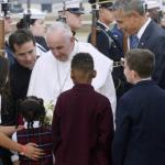 Papa Francesco negli Stati Uniti, la sua prima volta: ad accoglierlo quattro bambini
