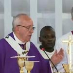 Papa Francesco apre la porta Santa: Bangui capitale spirituale del mondo