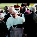 Papa Francesco è  arrivato in Uganda, cerimonia di benvenuto per lui (Foto)