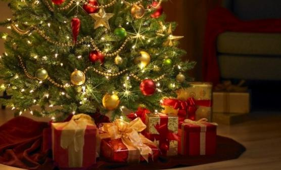 Addobbi Albero Natale.Gli Addobbi Sotto L Albero Di Natale Cosa Mettere Per Un