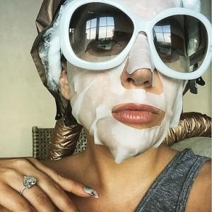 Lady Gaga con la Paper Mask