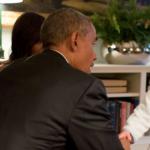Obama a Kensington Palace e il principino George lo accoglie in pigiama (FOTO)