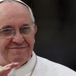Papa Francesco attaccato dagli animalisti per il suo attacco a chi ama troppo gli animali e poco le persone