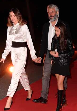 Kasia Smutniak con la figlia Sophie e Domenico Procacci al gala per Amatrice (Foto)