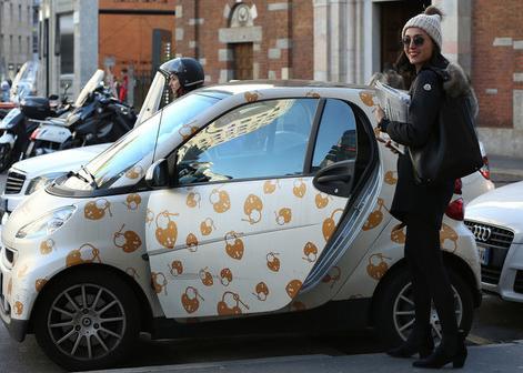 Caterina Balivo pizzicata a far shopping a Milano (Foto)