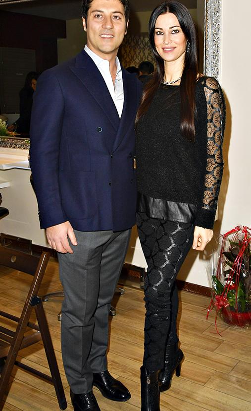 Manuela Arcuri inaugura il beauty salon e bistrot col compagno (Foto)