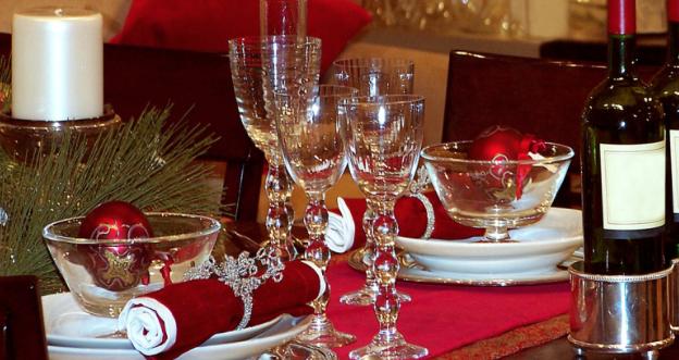 A Natale come comportarsi a tavola, i consigli per non sbagliare
