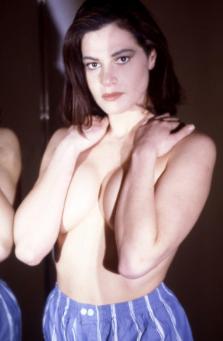 Simona Ventura giovanissima negli scatti di Bruno Oliviero quasi in topless (Foto)