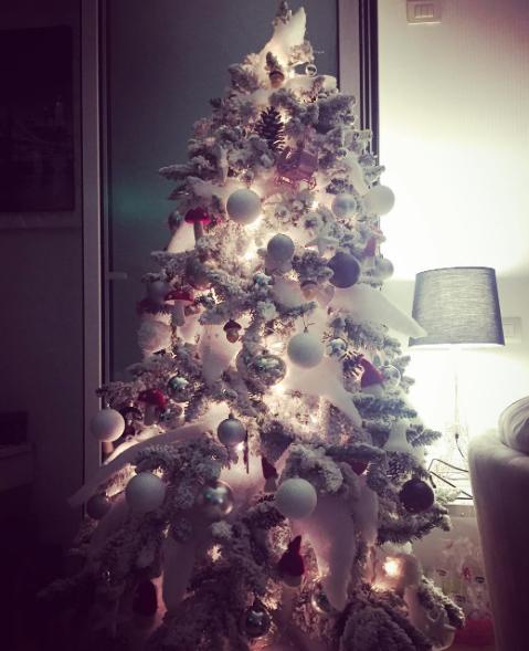 Flora Canto col pancione si prepara al Natale più bello (Foto)