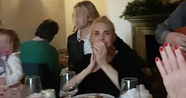 Ilary Blasi a pranzo con tutta la famiglia, semplicità e relax (Foto)