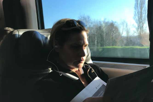 Simona Ventura irriconoscibile alla stazione torna a casa (Foto)
