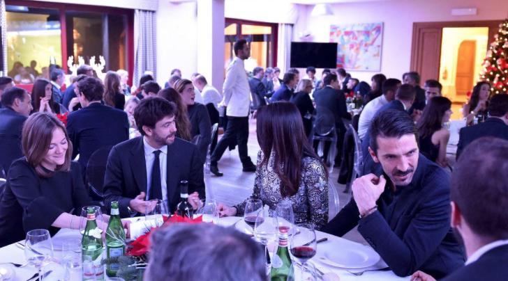 Ilaria D'Amico e Gigi Buffon alla cena di Natale della Juventus (Foto)