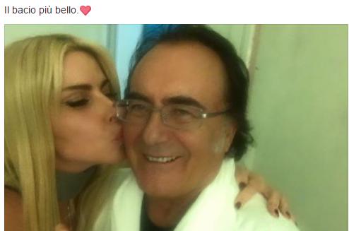 Loredana Lecciso e Al Bano con il bacio più bello prima di lasciare l'ospedale