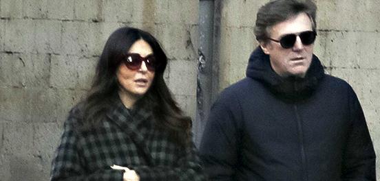 Sabrina Ferilli e il marito Flavio Cattaneo, passeggiata a Roma in attesa del debutto (Foto)