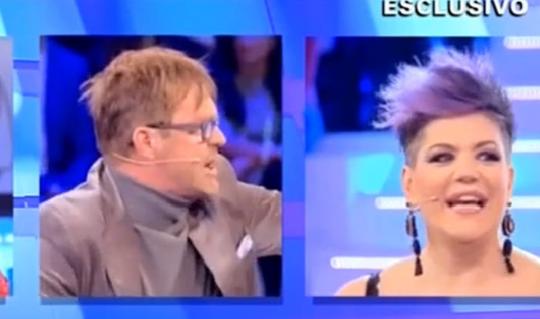 Manuela Villa e Filippo Facci: lite in diretta a Domenica Live, occhiali rotti e arrivederci