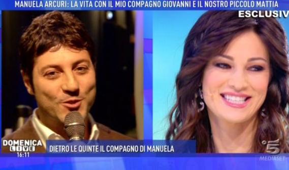 Manuela Arcuri a Domenica Live presenta il piccolo Mattia (FOTO)