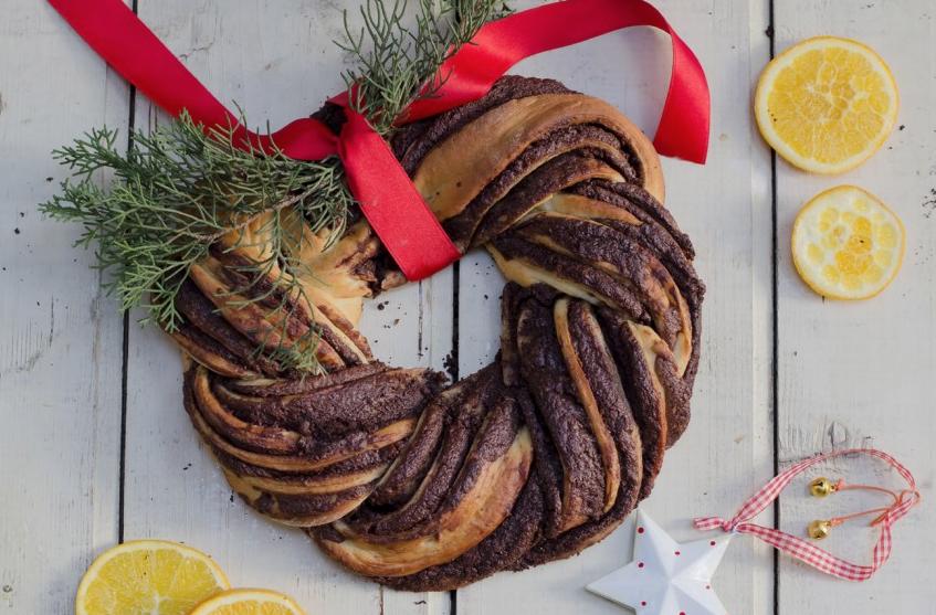 Dolci Natalizi Al Cioccolato.Ricette Dolci Di Natale La Ghirlanda Con Crema Al