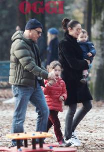 Luca Zingaretti, ecco le immagini contro i paparazzi mentre era con la famiglia (Foto)