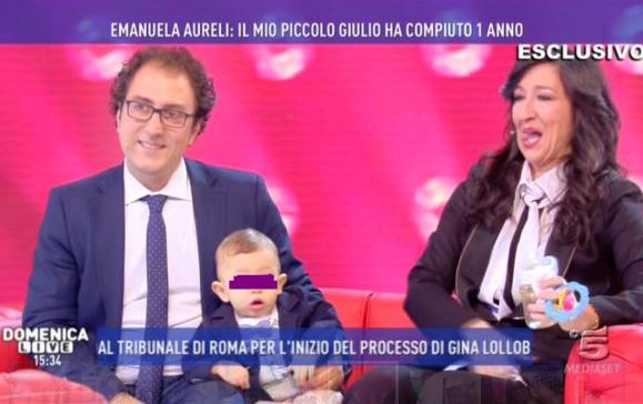 Il piccolo Giulio compie un anno: Emanuela Aureli e suo marito festeggiano a Domenica Live (FOTO)