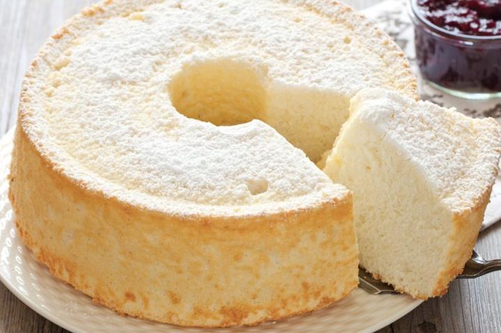 Angel cake, la ricetta del ciambellone soffice