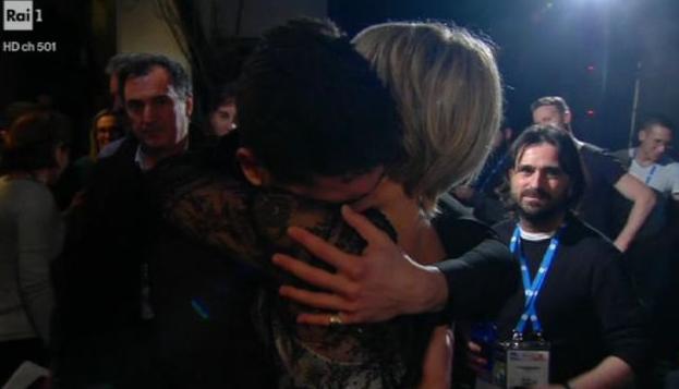lele abbraccia maria