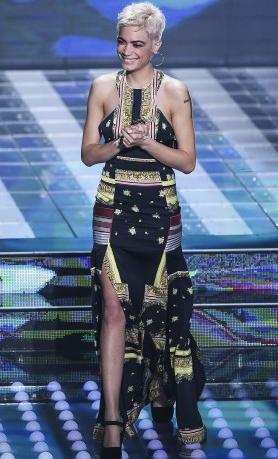 Sanremo 2017 look e abiti della prima serata, chi vince e chi perde (Foto)