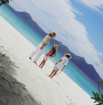 Heather Parisi festeggia il compleanno alle Maldive con la famiglia (Foto)