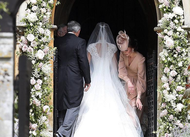 Il matrimonio di Pippa Middleton: l'abito della sposa e l'abito di Kate Middleton (FOTO)