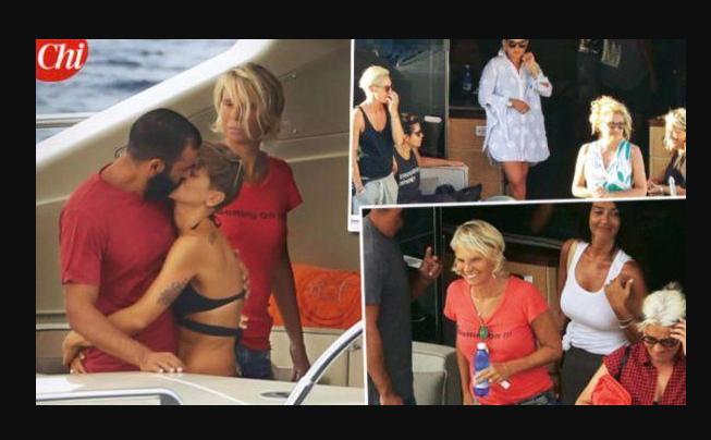 Tutti in barca con Maria De Filippi: da Emma ad Alessandra Amoroso, tanti Amici (FOTO)