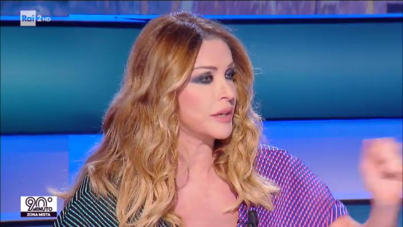 Paola Ferrari cambia look e piace al pubblico di Novantesimo Minuto (FOTO)