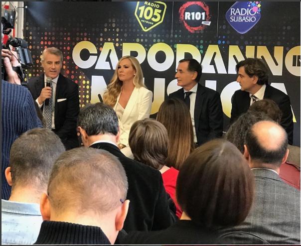 Federica Panicucci annuncia la conduzione del Capodanno Mediaset con una sfilata di big (Foto)
