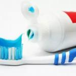 I consigli di ClioMakeup per avere dei denti perfetti utilizzando spazzolino e dentifricio giusti