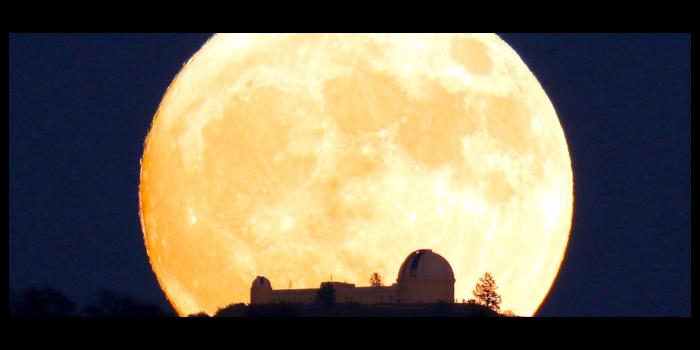 la notte della superluna domenica 3 dicembre