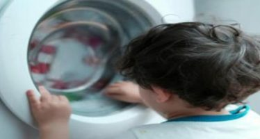 giappone, bambino soffoca nella lavatrice