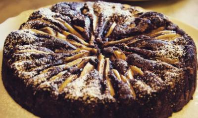 La ricetta della torta cioccolato e pere di Benedetta Parodi