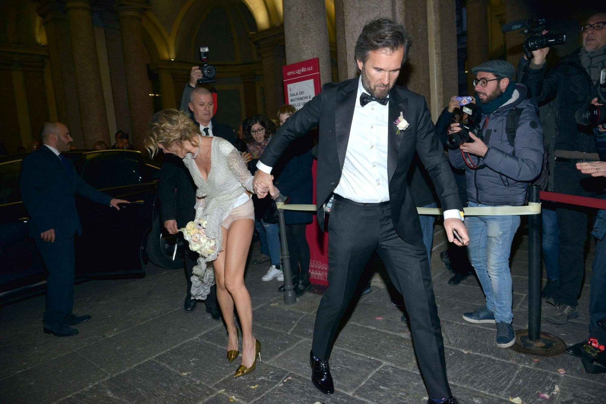 Piccolo incidente per Rosa Fanti prima del matrimonio con Cracco: la sposa quasi in mutande (FOTO)