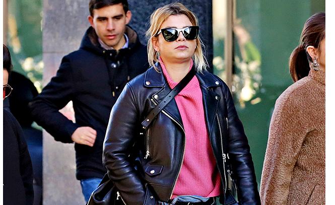 new product aca2e 965f8 Emma Marrone paparazzata a Milano con un look trasandato che ...