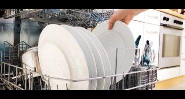 come evitare il rischio dei batteri e funghi nella lavastoviglie