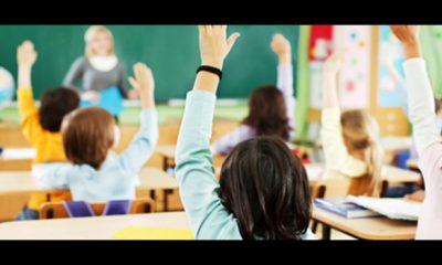 protesta genitori contro una maestra, scuola elementare